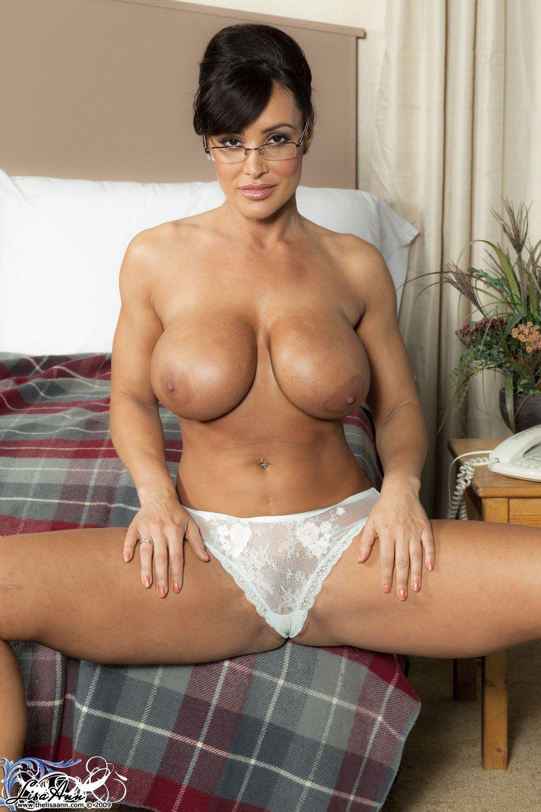 Nackt Brown  Lisa Ann Sexy MILF