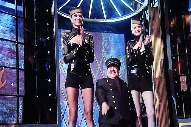 women video Tall midget