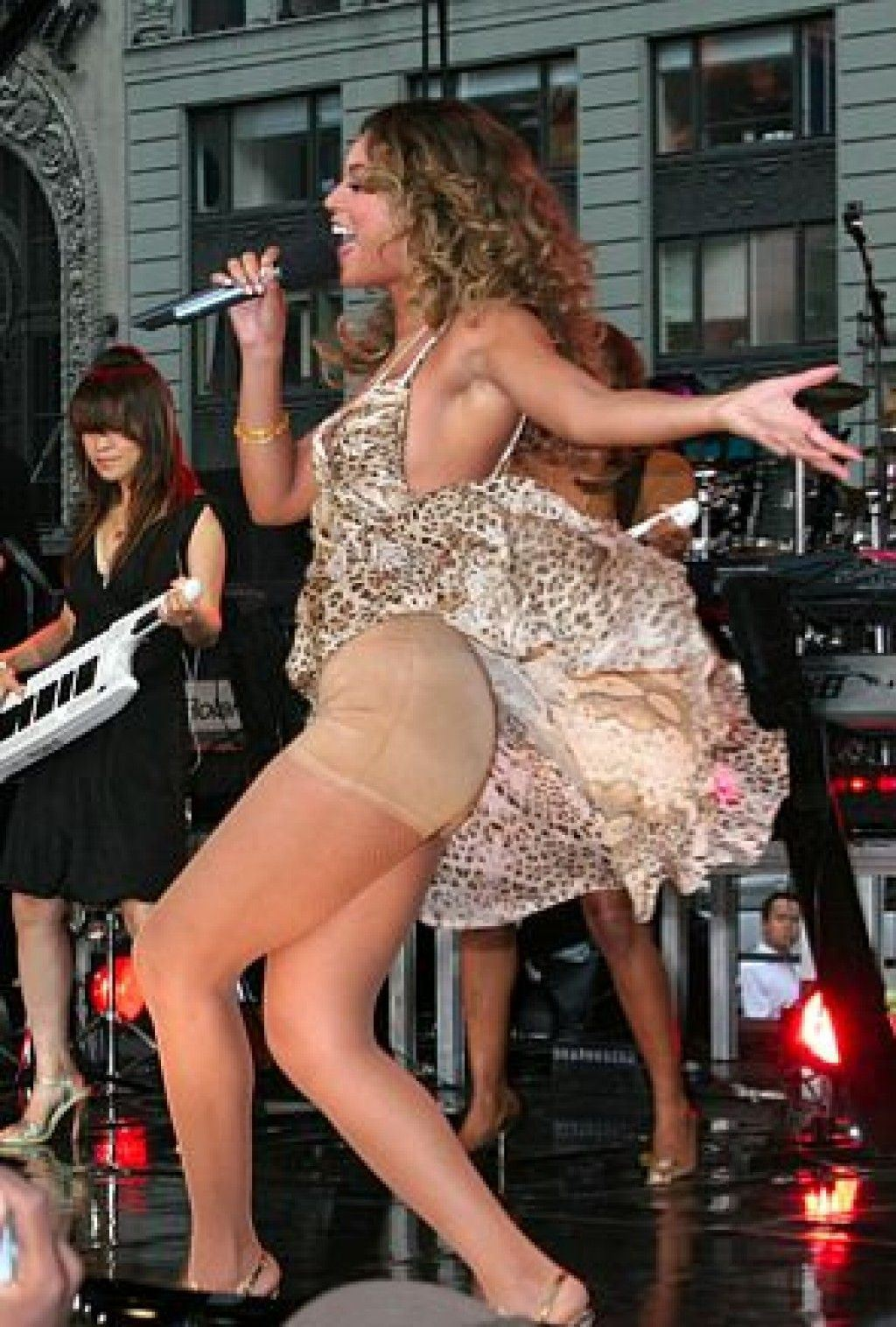 Taylor Swift Pantie Upskirts New Sex Images Comments 2