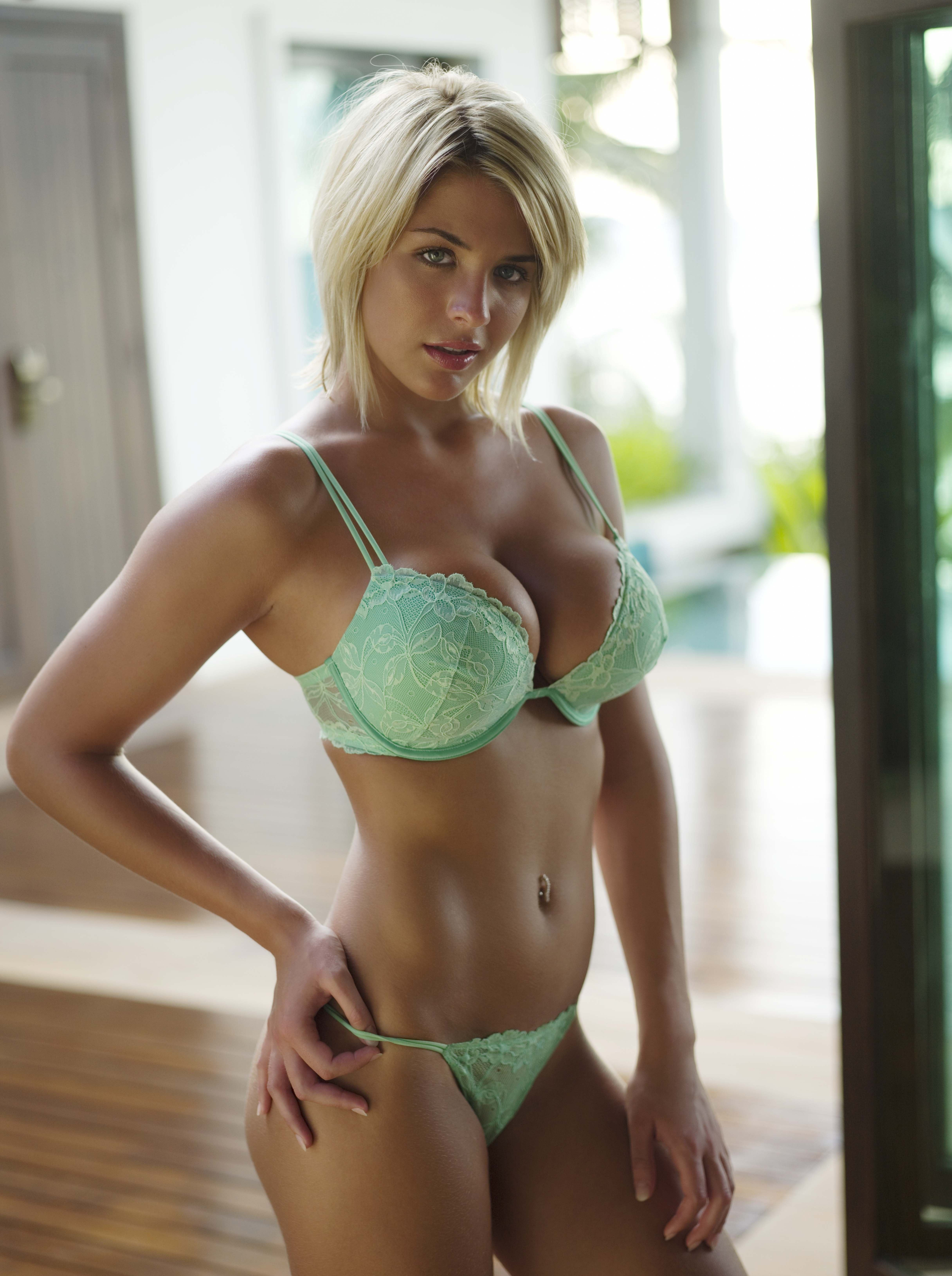 Big tits with short blond hair Short Hair Blonde With Big Boobs Naked Photo