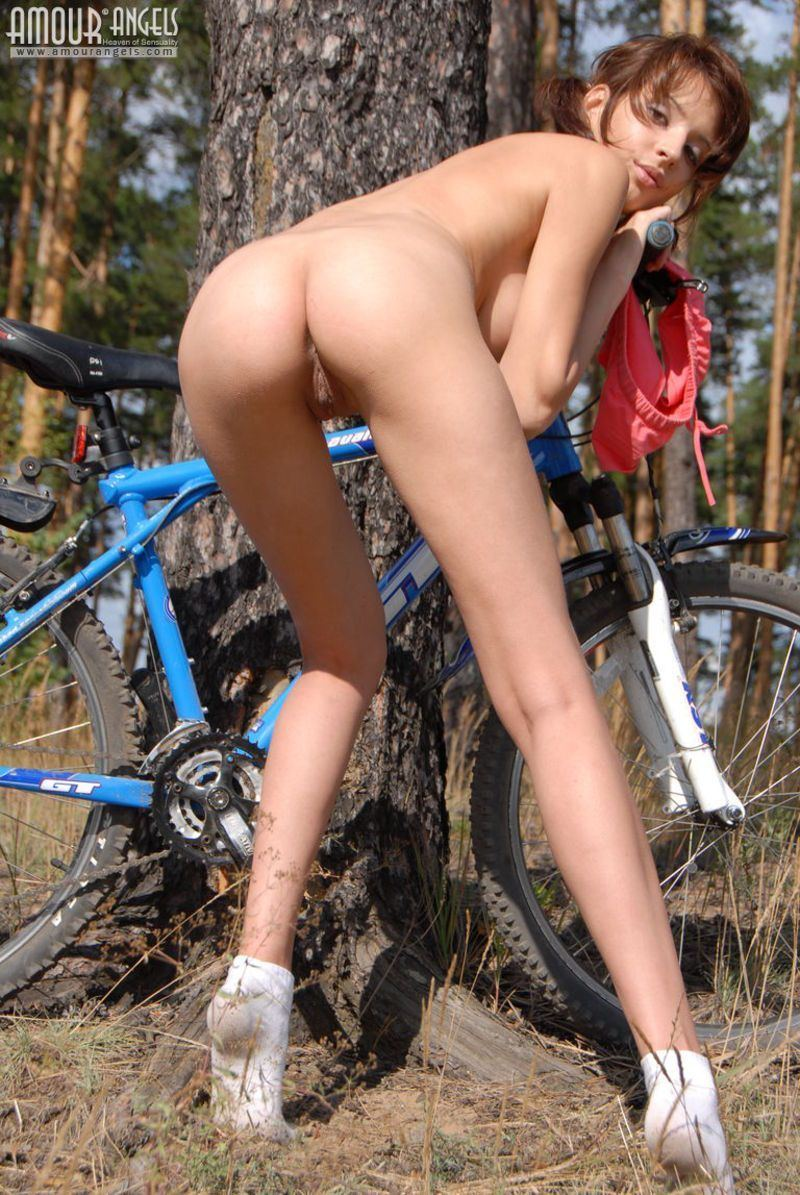 Hot naked cheere leaders bent over