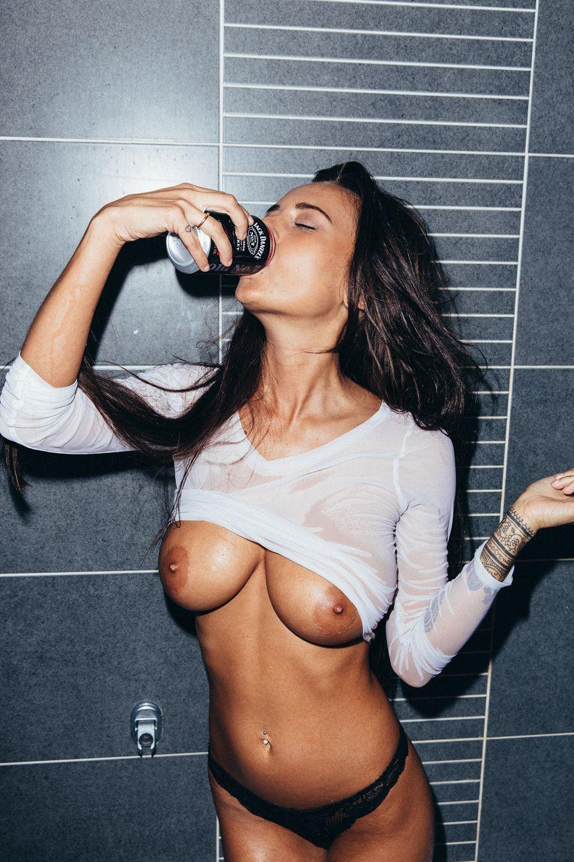 Sarah shahi topless